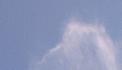 Blauwe lucht, beetje wolk